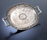 Kinesisk fad af sølv prydet med dragebort, ca. 1880