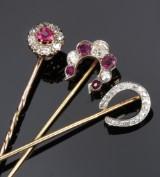 Tre slipsenåle med diamanter og rubiner af guld. 1900-tallets begyndelse (3)