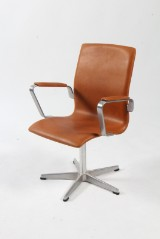 Arne Jacobsen. Oxford office chair, model 3271, cognac-coloured aniline leather