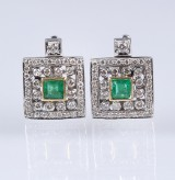 A pair of emerald and diamond earrings in 18 kt. white gold,  total approx. 1.62 ct. (2)