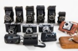Konvolut Fotoapparate, Mittelformat und Kleinbildkamera und Fototasche, u.a. Zeiss Ikon, Agfa, Kodak (14)