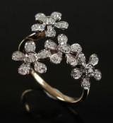 Blomster ring med diamanter