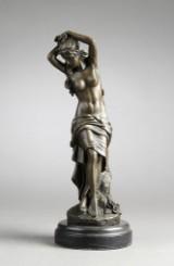 Bronzefigur i form af kvinde