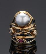 Twisted. Ring med Tahiti perle, diamant og rubin. Josephine Bergsøe