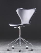 Arne Jacobsen. Office chair, model 3117, black leather
