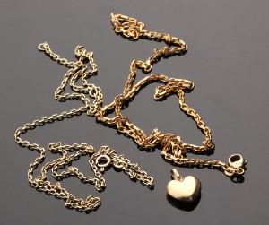 283eda9b2ef Et par halskæder samt hjerte af 14 kt. guld. Jens J. Aagaard m