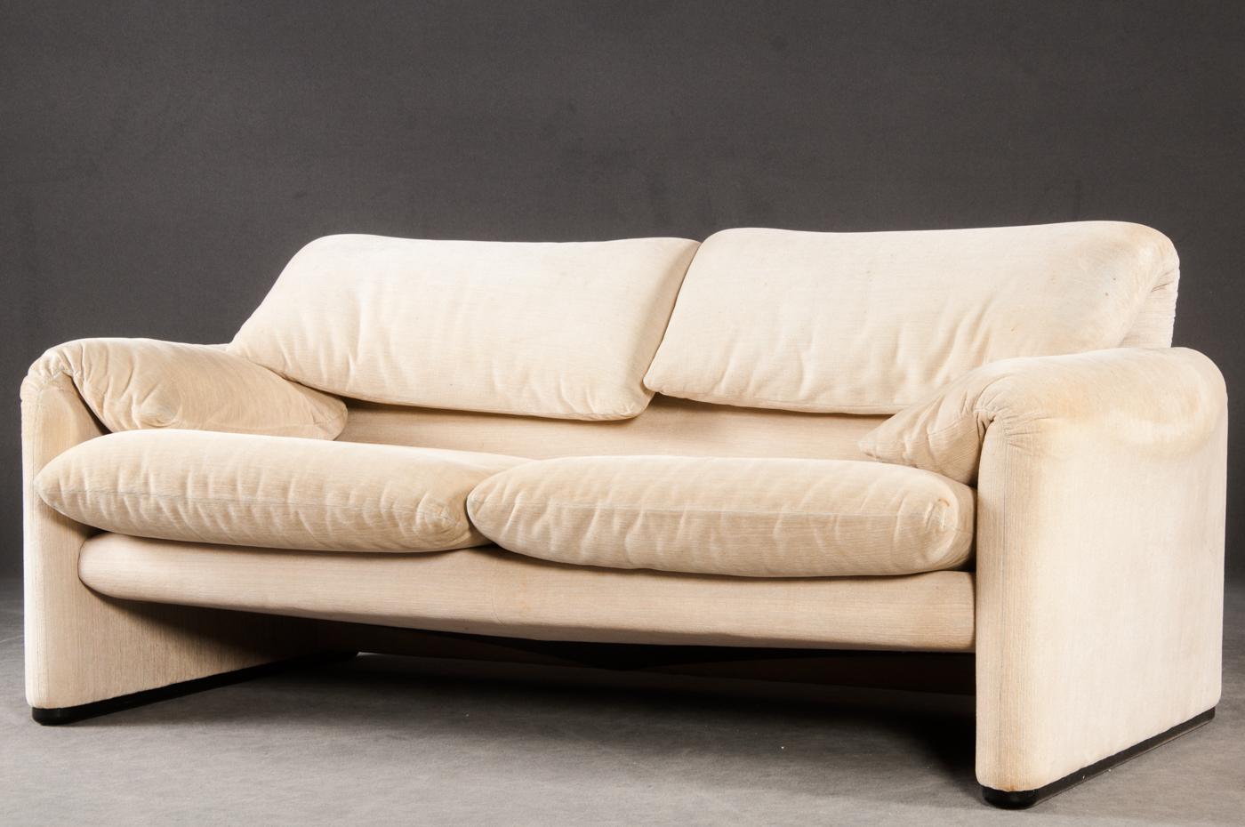 Verzauberkunst Zweisitzer Sofa Dekoration Von Vico Magistretti, Modell Maralunga, Für Cassina