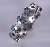 Ruben Svart. Diamond ring with blue-green diamonds and two white brilliant-cut diamonds, total approx. 0.34 ct