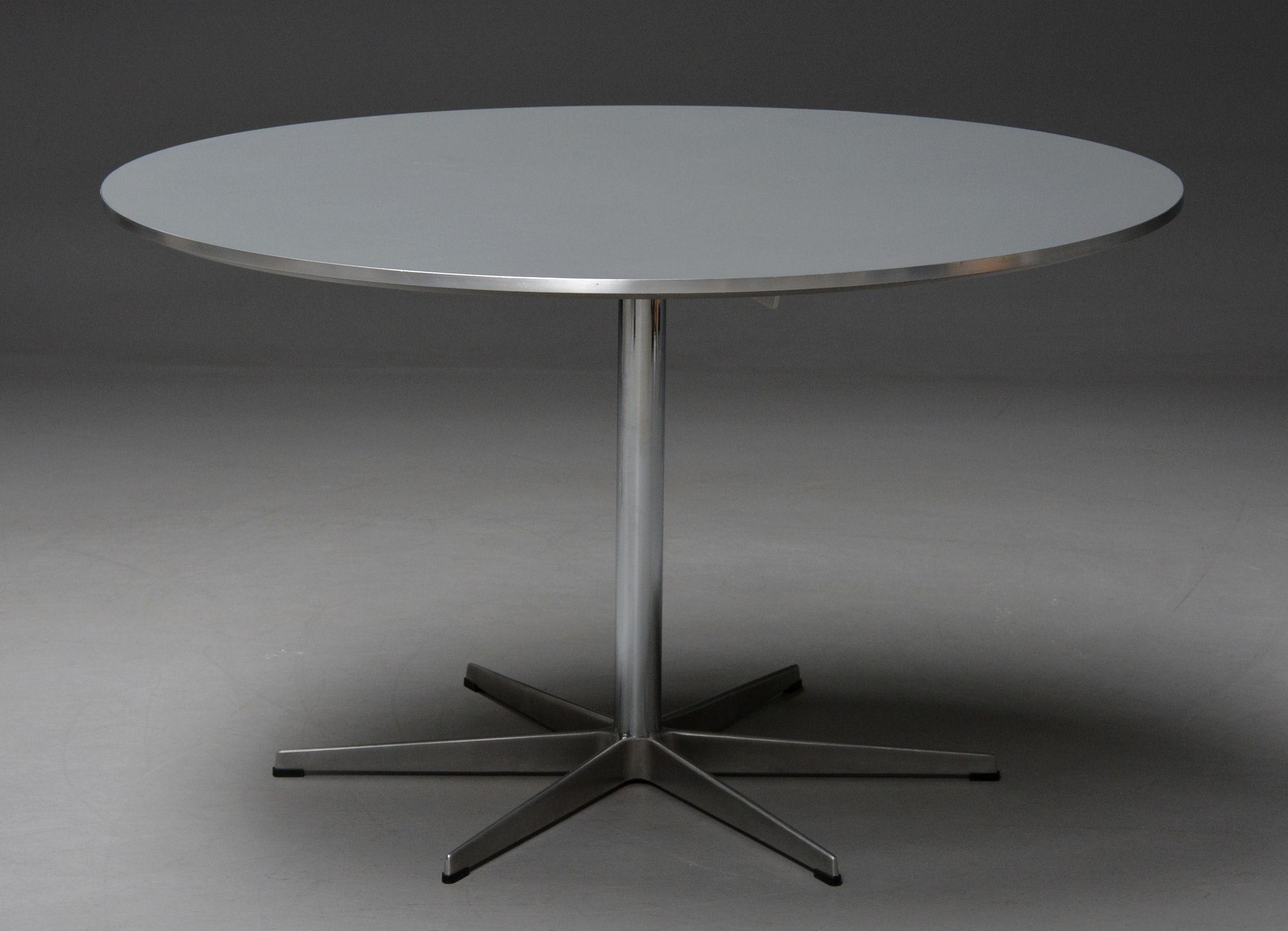 Auktionstipset - Piet Hein/ Arne Jacobsen. Rundt spisebord på ...