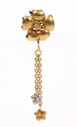 Ole Lynggaard. Flower clasp, with pendant, 18 kt. gold with diamonds