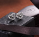 Ole Lynggaard. 'Heart' ear studs in 18 kt. white gold with diamonds