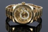 Rolex Sky Dweller, herrearmbåndsur af 18 karat guld