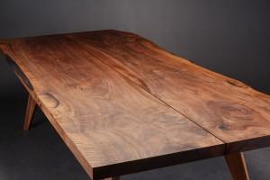 Spot On. Plankebord / spisebord af massiv fransk valnød Napoleon ...