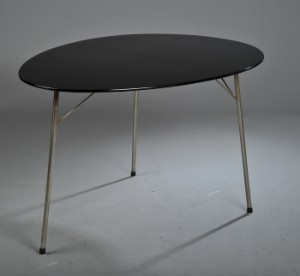 arne jacobsen 1902 1971 eif rmiger tisch modell 3603. Black Bedroom Furniture Sets. Home Design Ideas