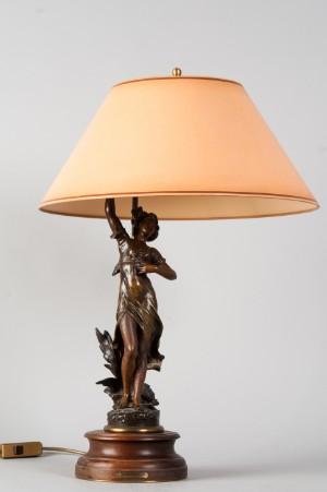 slutpris f r tischlampe art nouveau zinkgu um. Black Bedroom Furniture Sets. Home Design Ideas