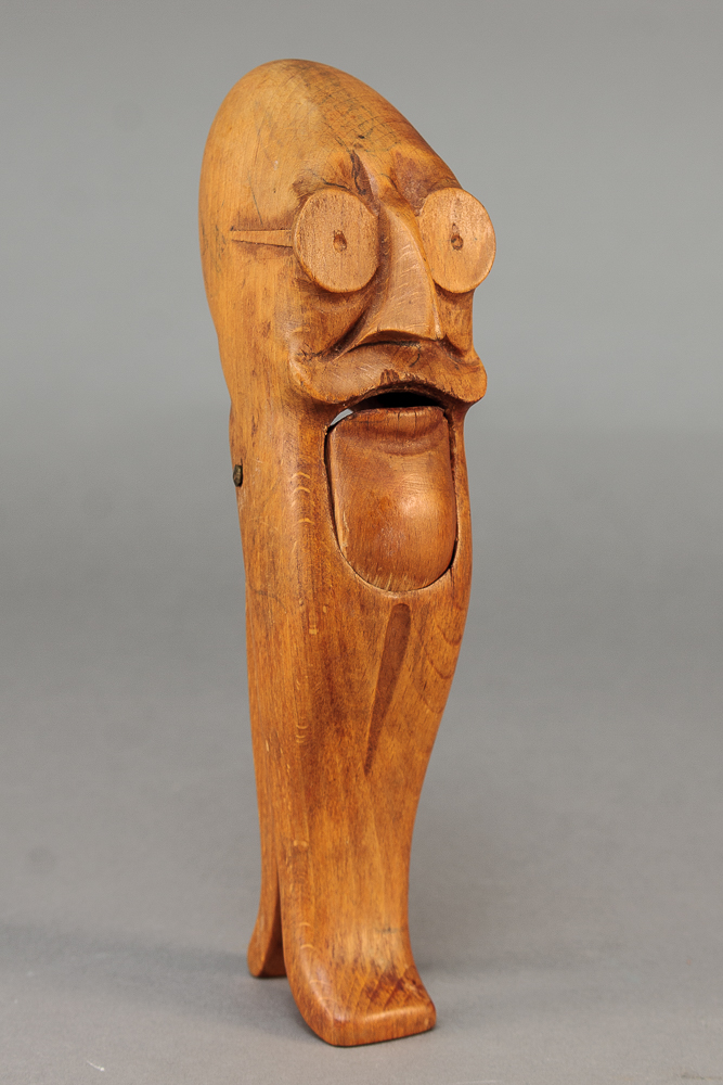 Kay Bojesen. Nøddeknækker i bøgetræ - Kay Bojesen 1886-1958. Nøddeknækker i bøgetræ, forestillende Thorvald Stauning, ustemplet. L. 22 cm. Formgivet i 1932