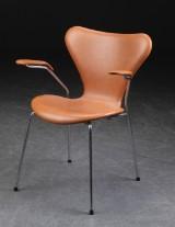 Arne Jacobsen. Armstol model 3207, cognacfarvet læder