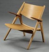 H. J. Wegner. Savbuk lænestol, model CH28 egetræ/valnød, udstillingsmodel