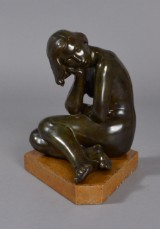 Just Andersen, diskometal, siddende kvinde, nr 1744