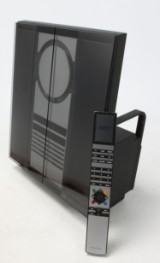 Bang & Olufsen Beosound 3000 musiksystem samt Beo4 fjernbetjening.