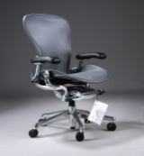 Donald Chadwick & William Stump. Multi-adjustable office chair, model Aeron, size. B