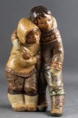 Lladro figur. To eskimobørn. Figur af stentøj