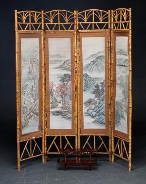 Kinesisk Skaerm Af Bambus Samt Japansk Alter Af Lakeret Trae 1900