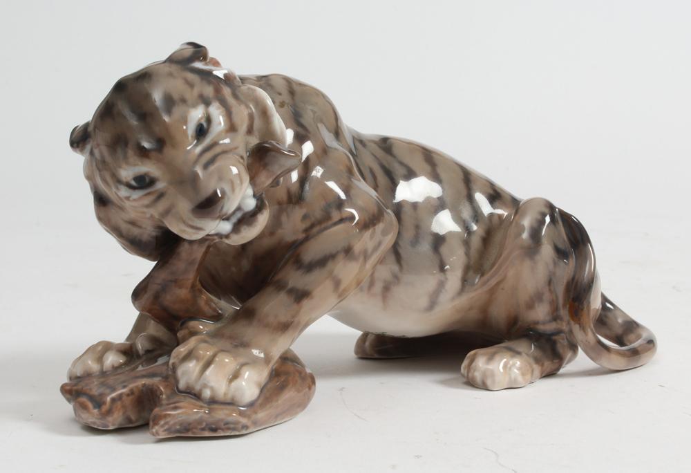 Dahl Jensen tiger, nr. 1285 - Dahl Jensen tiger, nr. 1285, 1. sort. L. 24 cm. Fremstår med reparation på hale