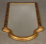 Spegel med förgylld ram