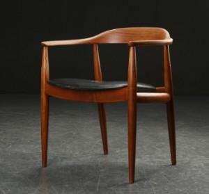 illum wikkelsø stol Illum Wikkelsø tilskrevet. Armstol af elmetræ og teaktræ | Lauritz.com illum wikkelsø stol
