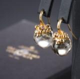 Ole Lynggaard. 'Dew Drops' earrings, 18 kt. gold, diamonds, rutilated quartz (2)