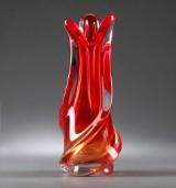 Murano, tilskrevet. Vase af vredet rødt glas, 1950erne