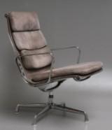 Charles Eames. Soft Pad Loungestol , Model EA-216