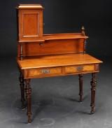 Skrivebord af mahogni med opsats, 1800-tallets slutning