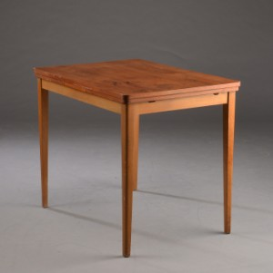 lille spisebord Lille spisebord af bøg og fineret teaktræ med hollandsk udtræk  lille spisebord