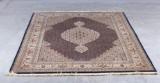 Persisk tæppe. 242 x 172 cm.