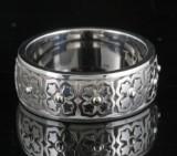 14kt blomst motiv udskåret ring ved S.T.diamond <br>