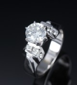 Modern diamond solitaire ring in 14 kt. white gold, diamonds total approx. 1.30 ct.