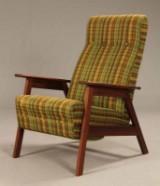 Dansk møbelproducent. Høj lænestol af teak