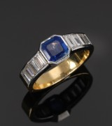 Sapphire and diamond ring with natural sapphire, approx. 1.30 ct. Diamond total approx. 1.10 ct. TW/VVS