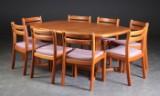 Dyrlund / Skovby. Spisebord med udtræk samt 8 stole, teak (11)
