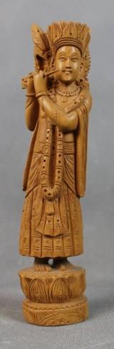 Holzfigur von Krishna beim Flötenspielen