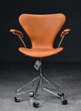 Arne Jacobsen. Office chair, model 3217, cognac-coloured aniline leather