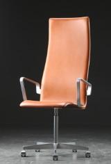 Arne Jacobsen. Oxford kontorstol med armlæn, cognacfarvet læder