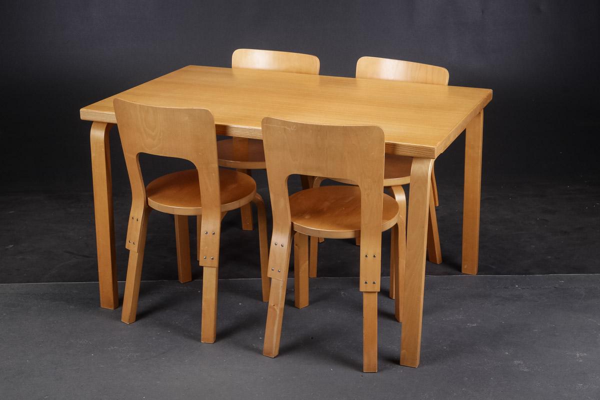 Alvar Aalto. Bord og fire stole, vintage, model 66 (5