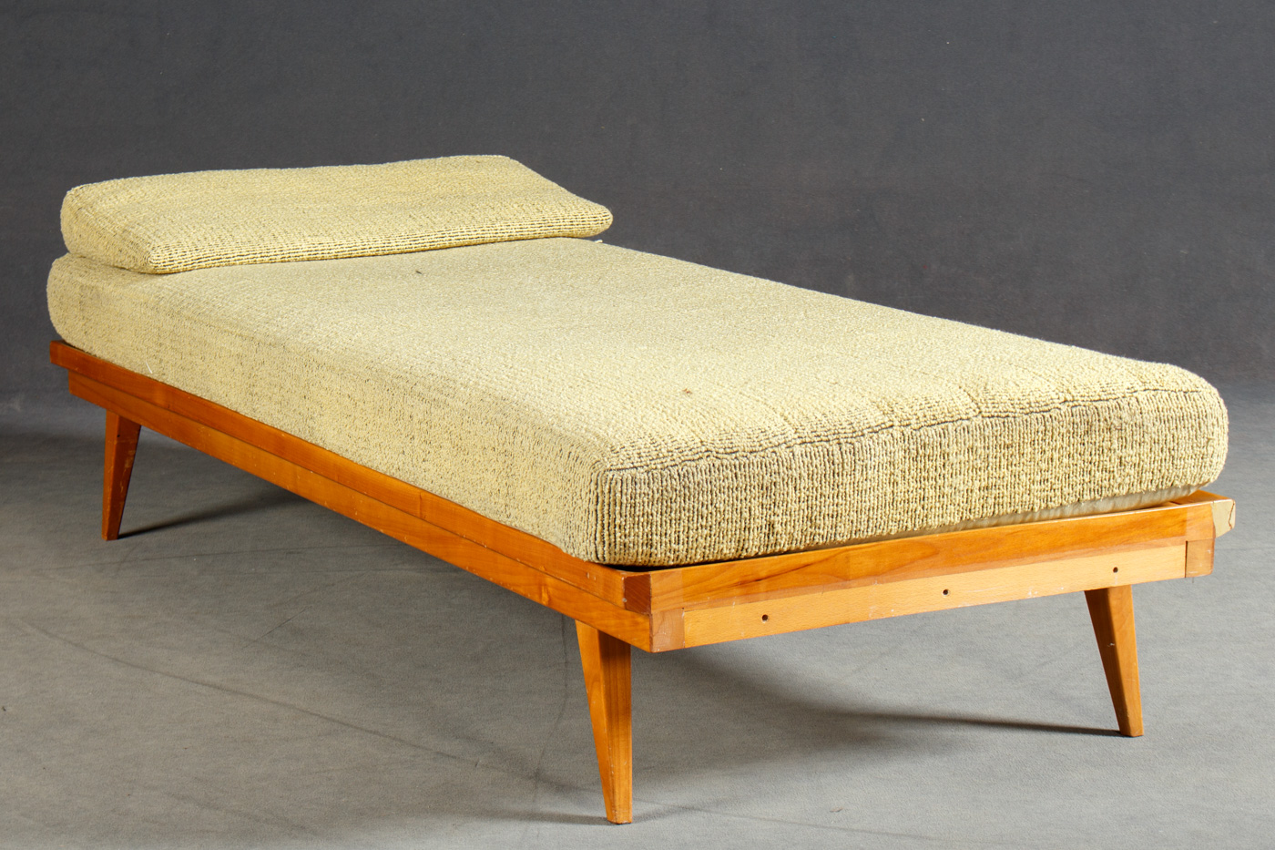 Knoll Antimott, Daybed