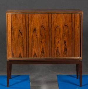 palisander kommode anrichte mit rollladen d nisches design. Black Bedroom Furniture Sets. Home Design Ideas