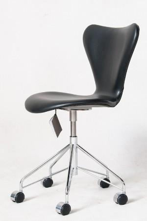 arne jacobsen b rostuhl serie 7 modell 3117 lederbezug. Black Bedroom Furniture Sets. Home Design Ideas