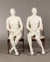 To siddende mannequinner (2)