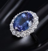 A large rosette ring, 18 kt. white gold with a blue tanzanite, approx. 9.50 ct., and diamonds, total approx. 1.63 ct. 20th century-second half